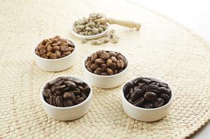 いろいろな種類のコーヒー豆の写真素材 [FYI04666155]