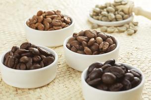 いろいろな種類のコーヒー豆の写真素材 [FYI04666187]
