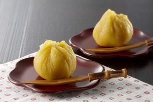 安納芋の茶巾絞りの写真素材 [FYI04666199]