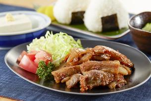 豚のしょうが焼き定食の写真素材 [FYI04666225]