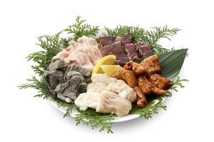 ホルモン5種盛(テッチャン、センマイ、シマチョウ、レバー、鶏ハラミ)の写真素材 [FYI04666233]