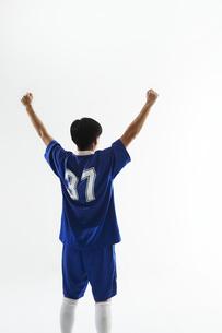 万歳をするサッカー選手の後ろ姿の写真素材 [FYI04666666]