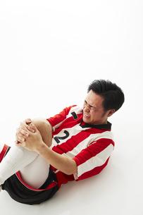 足を負傷するサッカー選手の写真素材 [FYI04666788]