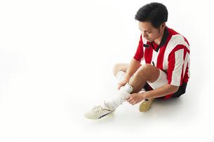 プロテクターをするサッカー選手の写真素材 [FYI04666790]