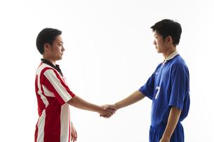 試合前に握手するサッカー選手の写真素材 [FYI04667000]