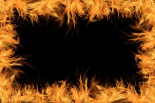 炎と黒背景の写真素材 [FYI04667216]