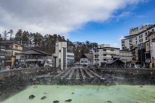 草津温泉のシンボル・湯畑の写真素材 [FYI04667285]