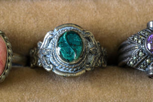 ジュエリーケースの中の指輪の写真素材 [FYI04667443]