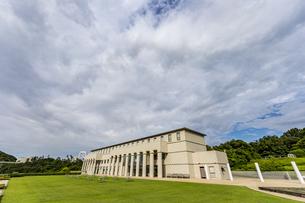 大塚国際美術館別館と庭園の写真素材 [FYI04667593]