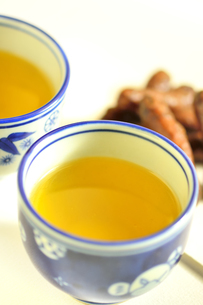 お茶とかりんとうの写真素材 [FYI04667981]