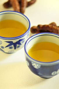 お茶とかりんとうの写真素材 [FYI04667982]