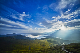 車山山頂からの朝日の写真素材 [FYI04668324]