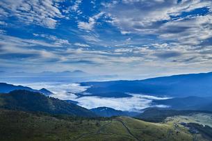 車山山頂からの夜明けの写真素材 [FYI04668325]