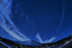 浅間山麓の星空の写真素材 [FYI04668328]
