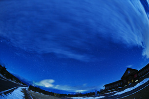 浅間山麓の星空の写真素材 [FYI04668331]