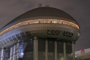 夜の有明スポーツセンターの写真素材 [FYI04668377]
