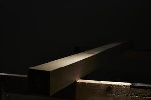 光の当たった材木の写真素材 [FYI04668633]