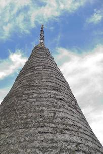かやぶきの三角屋根と青空の写真素材 [FYI04668808]