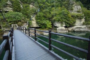 福島県南会津塔のへつりの橋の写真素材 [FYI04668884]