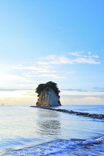 能登半島国定公園 朝の見附島の写真素材 [FYI04668981]