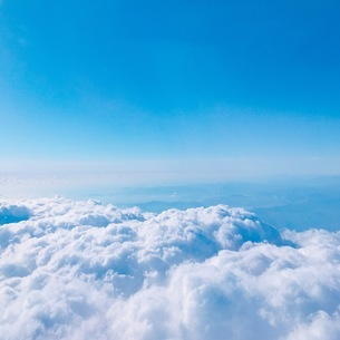 青い空 白い雲の写真素材 [FYI04669187]