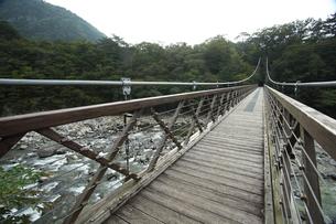 栃木県那須塩原市七ツ岩吊橋の写真素材 [FYI04669433]