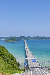 角島へと真っ直ぐに伸びる海士ヶ瀬ロードの写真素材 [FYI04669467]