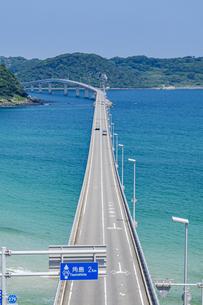 角島へと真っ直ぐに伸びる海士ヶ瀬ロードの写真素材 [FYI04669470]