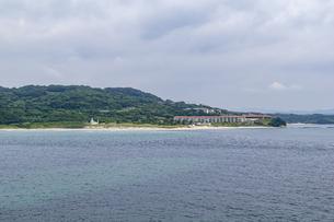 瀬崎陽の公園から望むホテル西長門リゾートの写真素材 [FYI04669484]