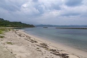 旧下関市立 角島中学校前の砂浜の写真素材 [FYI04669492]