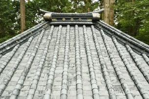 奥社銅神庫 屋根の写真素材 [FYI04669918]