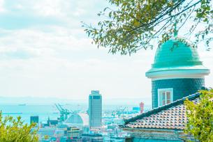 関西の風景 神戸市 北野町 アニメのような町並みの写真素材 [FYI04669935]