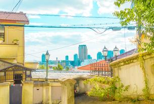 関西の風景 神戸市 北野町 アニメのような町並みの写真素材 [FYI04669937]