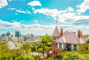 関西の風景 神戸市 北野町 アニメのような町並みの写真素材 [FYI04669962]