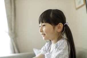 笑顔の日本人女の子の写真素材 [FYI04670504]