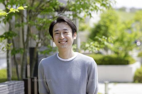 30代日本人男性のポートレートの写真素材 [FYI04670564]