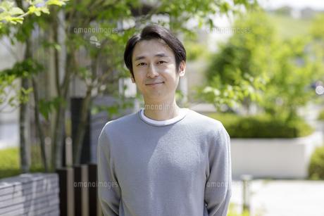 30代日本人男性のポートレートの写真素材 [FYI04670565]