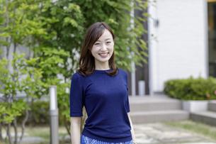 30代日本人女性のポートレートの写真素材 [FYI04670567]