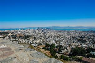 ツインピークからサンフランシスコの町並みの写真素材 [FYI04670735]