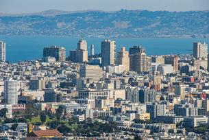 ツインピークからサンフランシスコの町並み(コイトタワー)の写真素材 [FYI04670739]