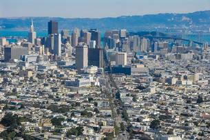 ツインピークからサンフランシスコの町並みの写真素材 [FYI04670742]