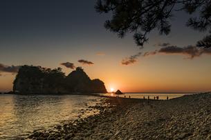堂ヶ島のトンボロ 日没の写真素材 [FYI04670813]