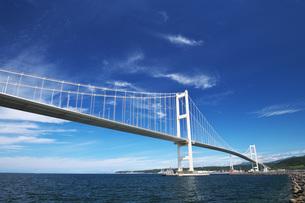 白鳥大橋と室蘭港の写真素材 [FYI04670921]