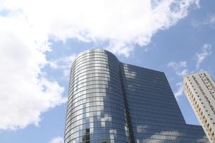 サンパウロのガラス張りのオフィスビルの写真素材 [FYI04671005]