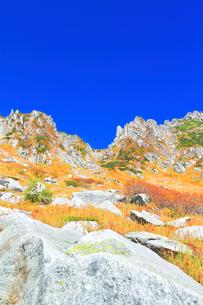 秋の中央アルプス千畳敷カールの写真素材 [FYI04671180]