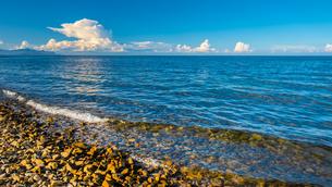 【香川県】入道雲が浮かんでいる瀬戸内海の自然風景の写真素材 [FYI04671312]