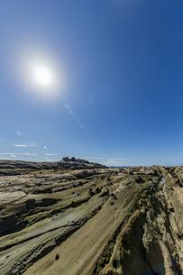 太陽と竜串海岸の様々な奇岩風景の写真素材 [FYI04671336]