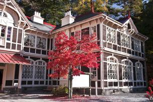 紅葉旧と三笠ホテルの写真素材 [FYI04671452]