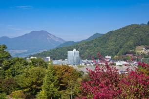 山ノ内町と高社山の写真素材 [FYI04671457]