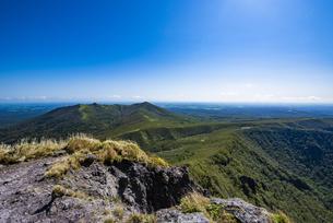 摩周岳の山頂から望む西別岳の写真素材 [FYI04671694]